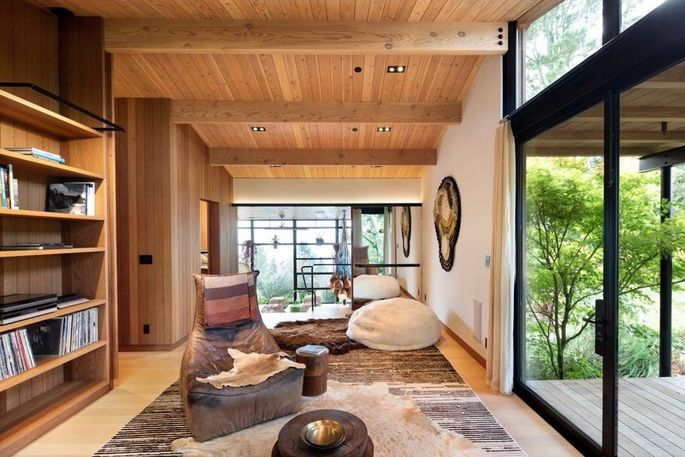 Indoor-outdoor space