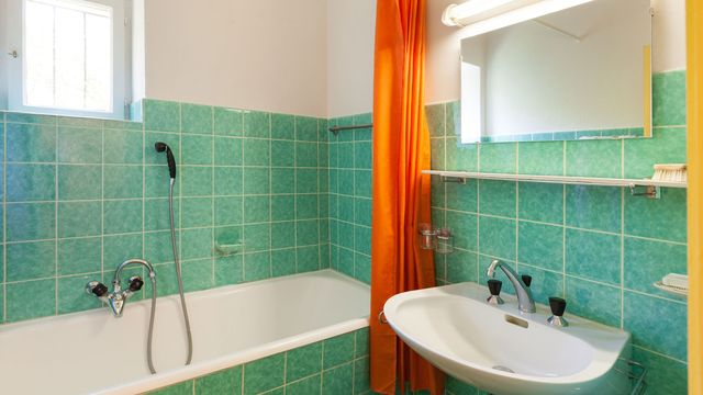 outdated-bathroom-designs