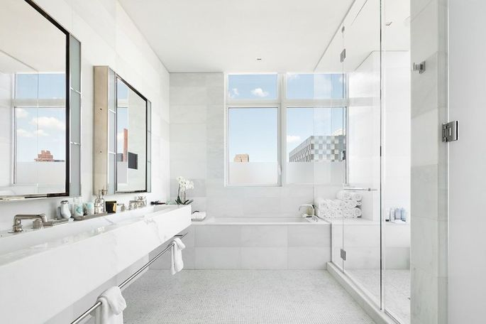 This soaking tub will make you feel like Hollywood royalty.