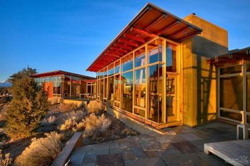 Glass-Enclosed Famous Tree Is a Modern Masterpiece in Central Oregon