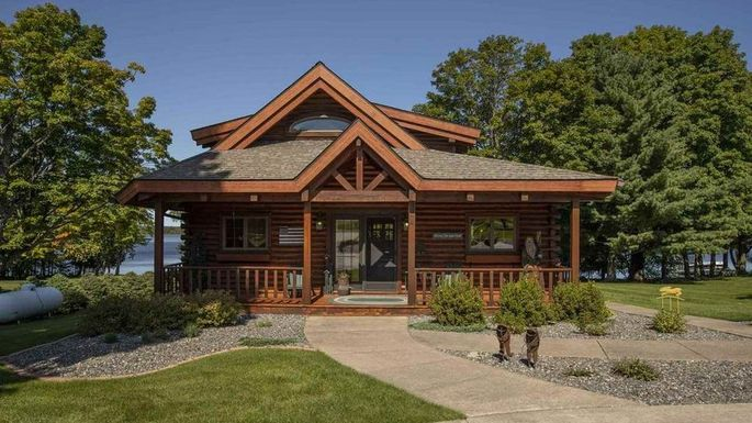 Lakefront home in Iron River