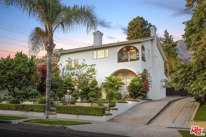 Kelis is selling her Glendale, CA, home.