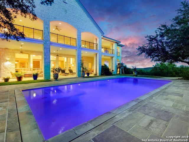Vanishing-edge pool and patio