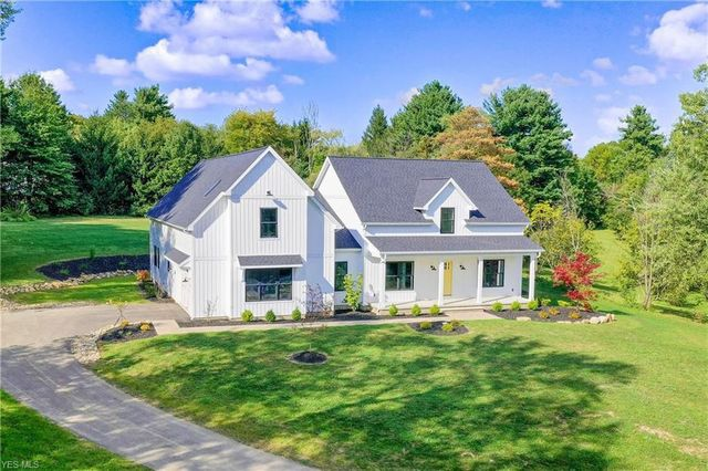 Modern farmhouse in Chagrin Falls, OH