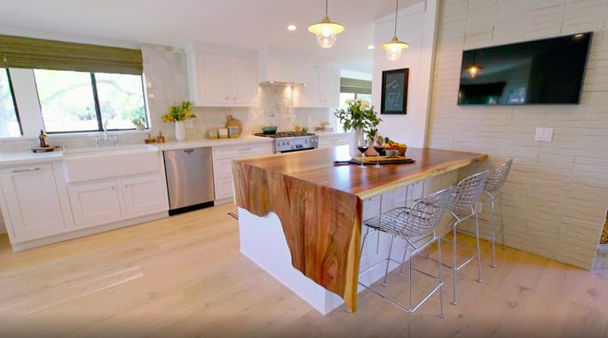 This island is the highlight of the kitchen.