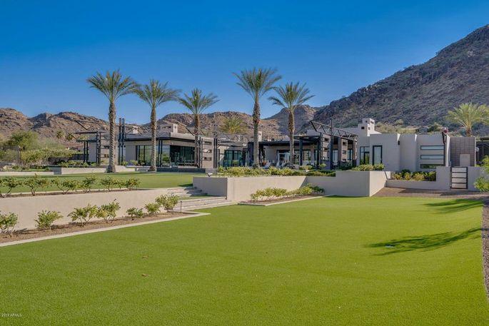 Upton's Arizona mansion