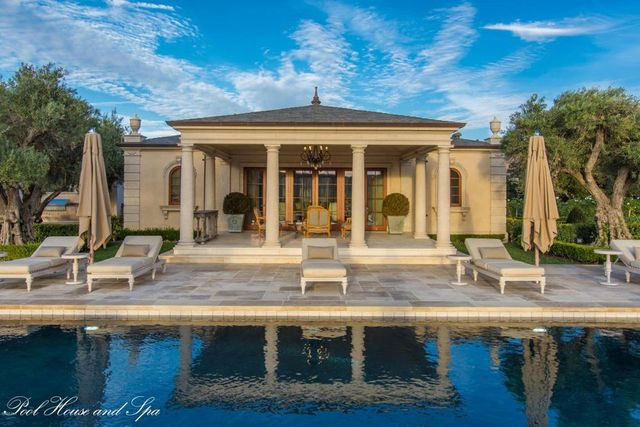 Pool house/spa