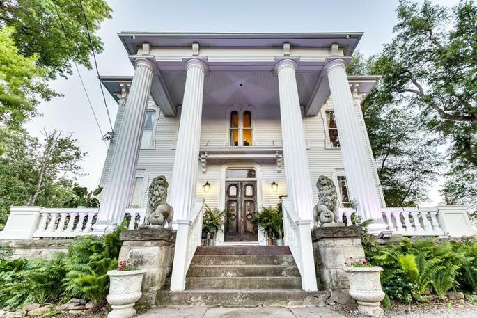 Incredible Pillars Estate A Haunted Mansion In New York Selling For 1 Interior Design Ideas Pimpapslepicentreinfo