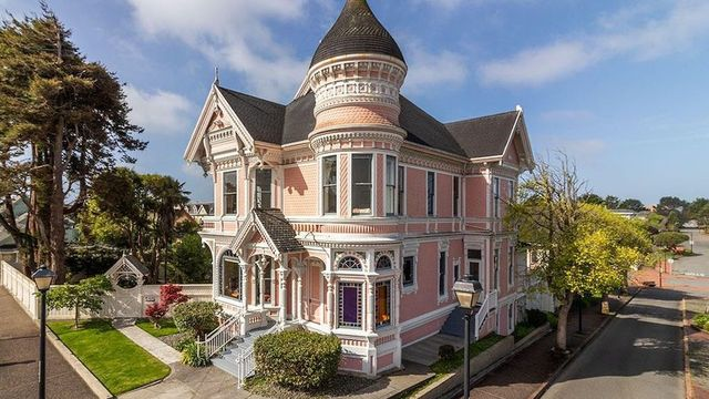 In the Pink! Victorian 'Pink Lady' Mansion in Eureka, CA, on the Market for $1.29M