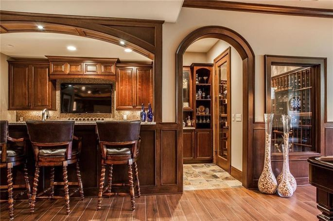 Walk-out basement with bar