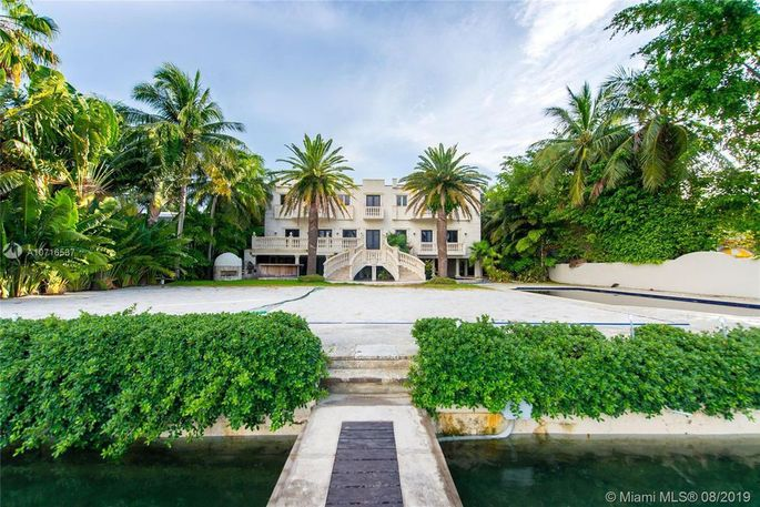 Mansion comes with a dock.
