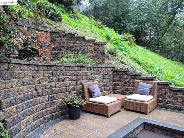Earthstone retaining wall and patio