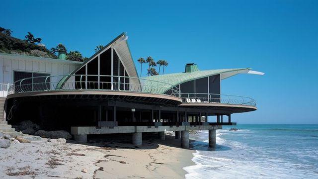 Malibu wave house