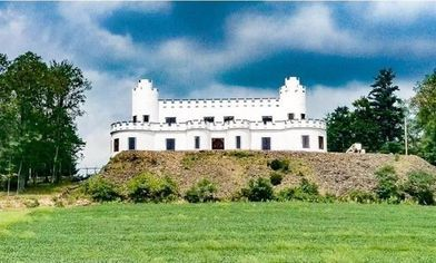 Will a Royal Savior Rescue This Half-Completed Castle in Pennsylvania?