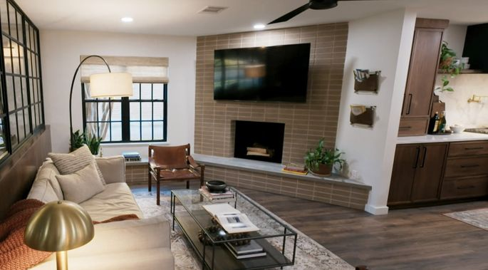 With a flat fireplace face, this room looks more modern.