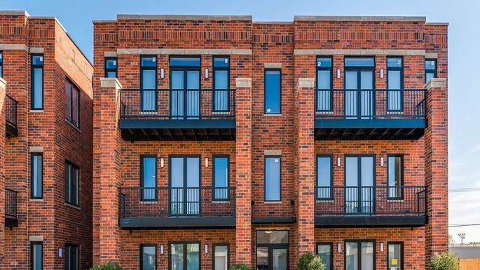 Apartment building in Elmwood Park