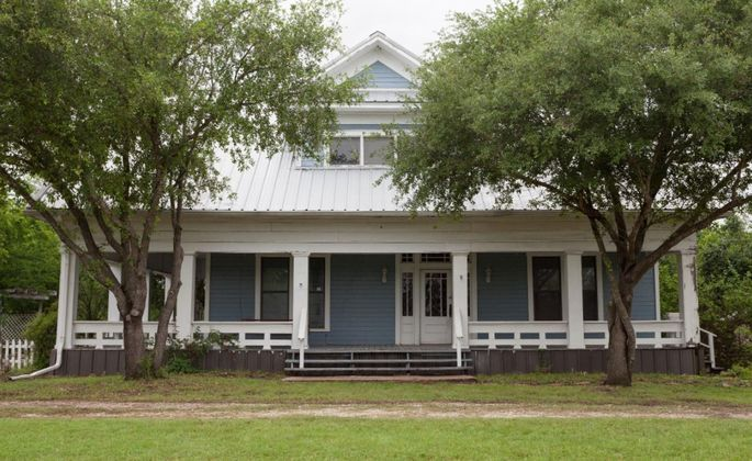 Chip and joanna gaines renovate their riskiest 39 fixer for Renovating a 100 year old farmhouse