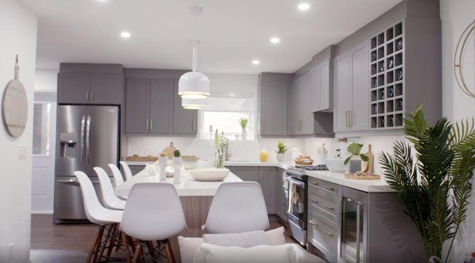 Now, this kitchen looks stunning!