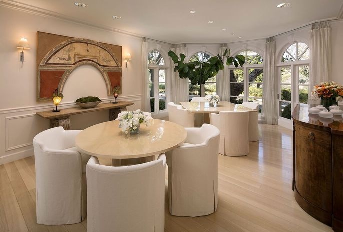 Unique dining room, where the Hollywood elite meet to eat