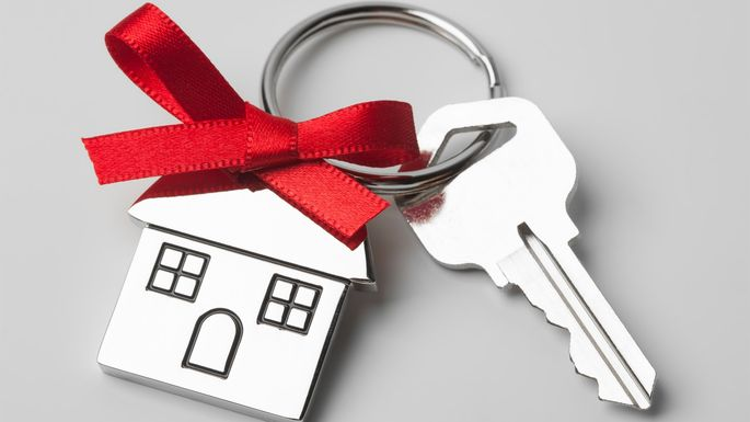 Gifting Property To Family Member >> How To Sell A House To A Family Member Realtor Com