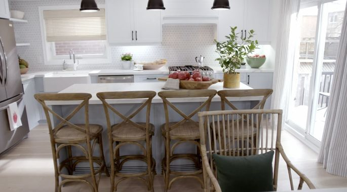 This kitchen is a perfect blend of country and contemporary.