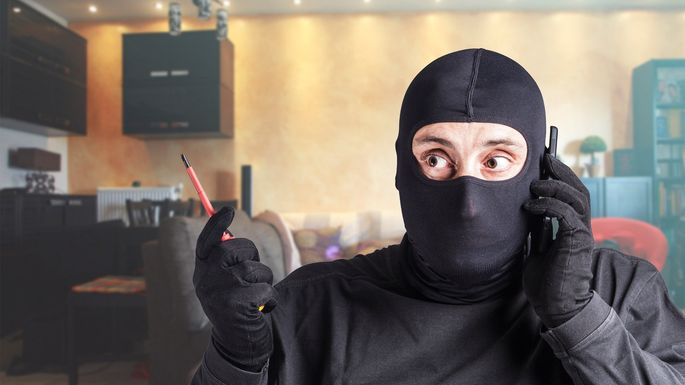 f40b0d04bb4 The Burglar Did What ! 5 Most Bizarre Home Break-Ins Ever