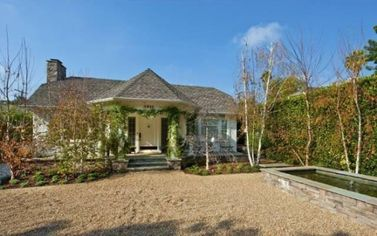 Glee's Lea Michele Buys Stylish Bungalow in Los Angeles (PHOTOS)