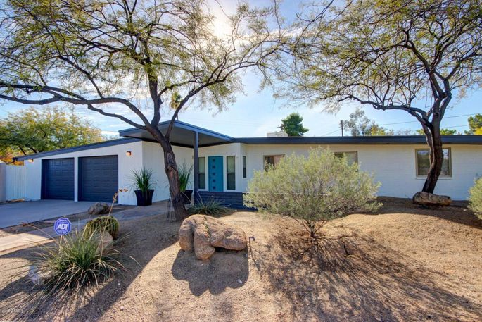 Mid century gems 5 al beadle homes for sale in arizona for 4 bedroom houses for sale in phoenix az