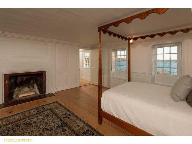 daryl-hall-of-hall-oates-selling-restored-colonial-in-maine-23