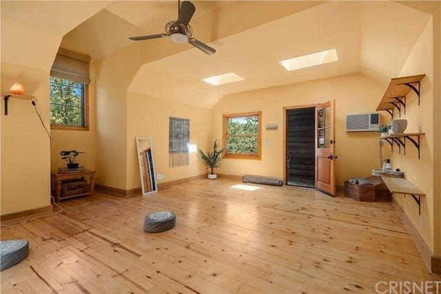 Yoga room Rainn Wilson house