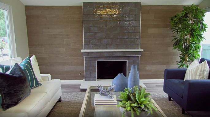 This dark fireplace was a bold choice, but it looks amazing in this modern house.