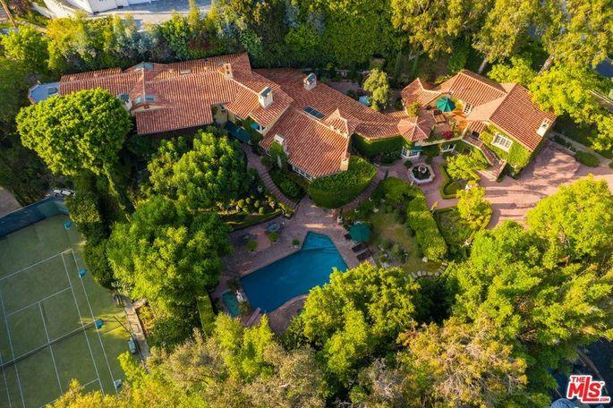 Priscilla Presley's Beverly Hills villa