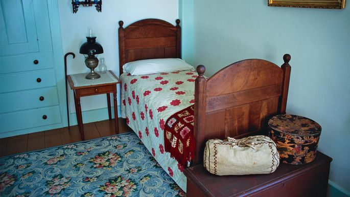Typical Shaker bedroom