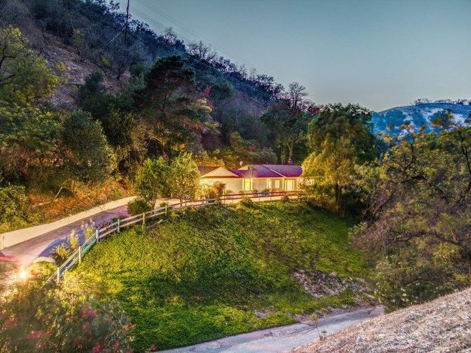 Canyon curb appeal