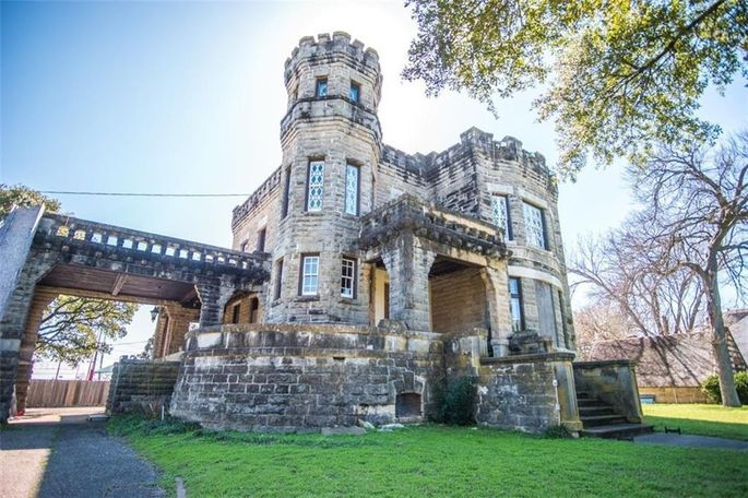 Chip and Joanna Gaines have bought Cottonland Castle in Waco, TX.
