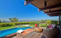 Scarlett Johansson, Ryan Reynolds List Buff & Hensman Designed House in L.A. (PHOTOS)