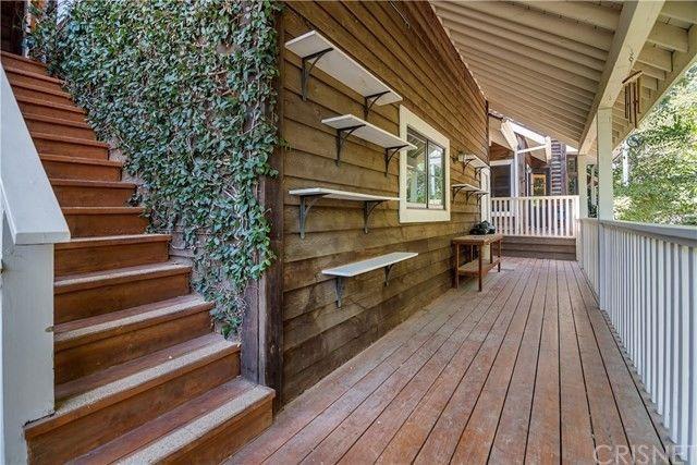 POrch Rainn Wilson house