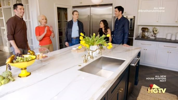 Everyone is wowed by the new kitchen—including the Scotts' parents.