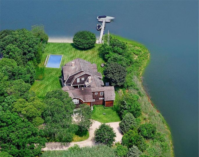 This choice property has an 85-foot dock.