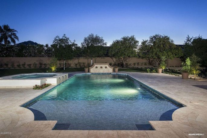 The large pool in the backyard where the Olympic swimmer no doubt did laps