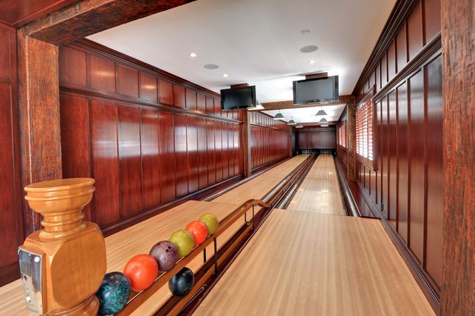 Vintage Bowling Alley In Beverly Hills Ca