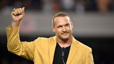 Chicago Bears Legend Brian Urlacher Cuts a Million Bucks From Price of Illinois Mansion