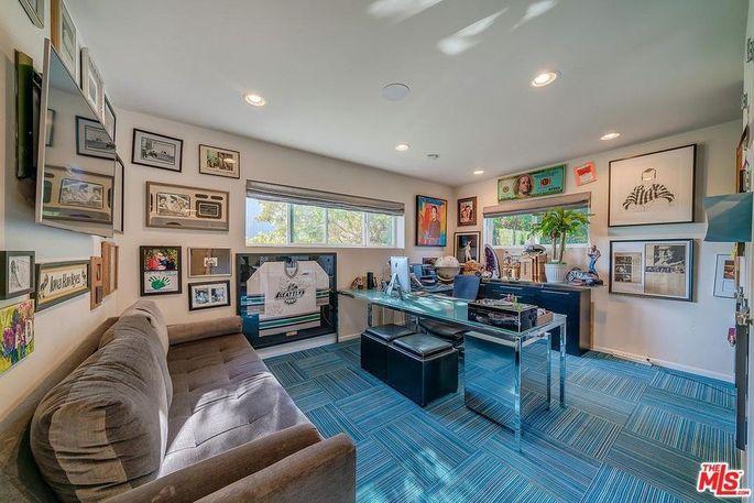 Tom Arnold Splitting From Wife, Selling Family Home in Bev