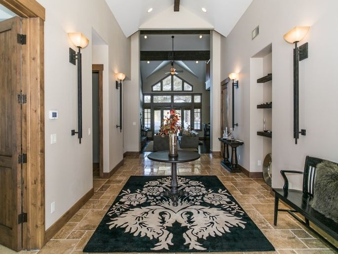 Long foyer with vaulted ceiling