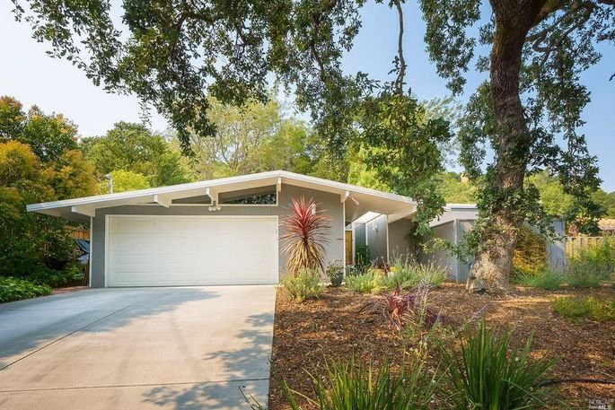 An Eichler home in San Rafael, CA