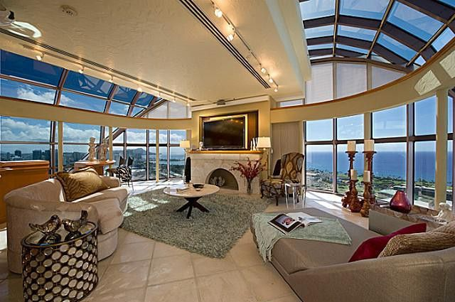 This Glass Penthouse In Hawaii Has All The Views