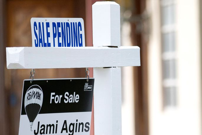 sale-pending-sign