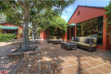 Alice in Chains Guitarist Lists Home in North Hollywood