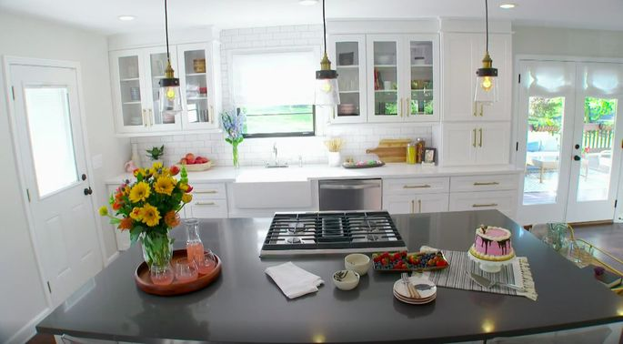 This kitchen is big and bright.