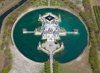 Totes Ma Moats: Architect Charles Sieger Lists Epic Lake Castle (PHOTOS)